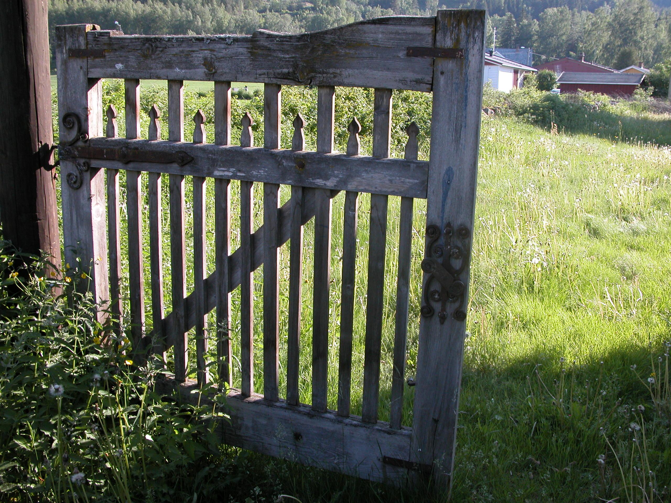 Porten til stavkirketomta Foto: Linda Sofie Øye