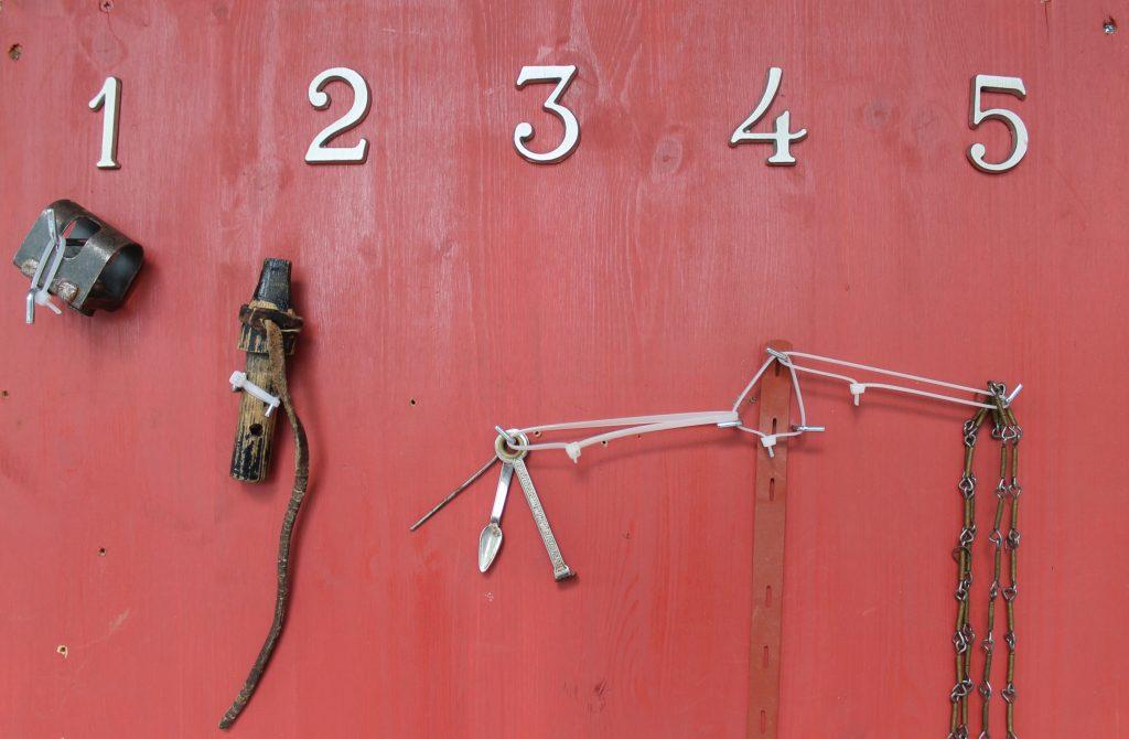 Hva er dette? Leif Olav Klype har kikket på stabburet og funnet fram 5 gamle gjenstander.